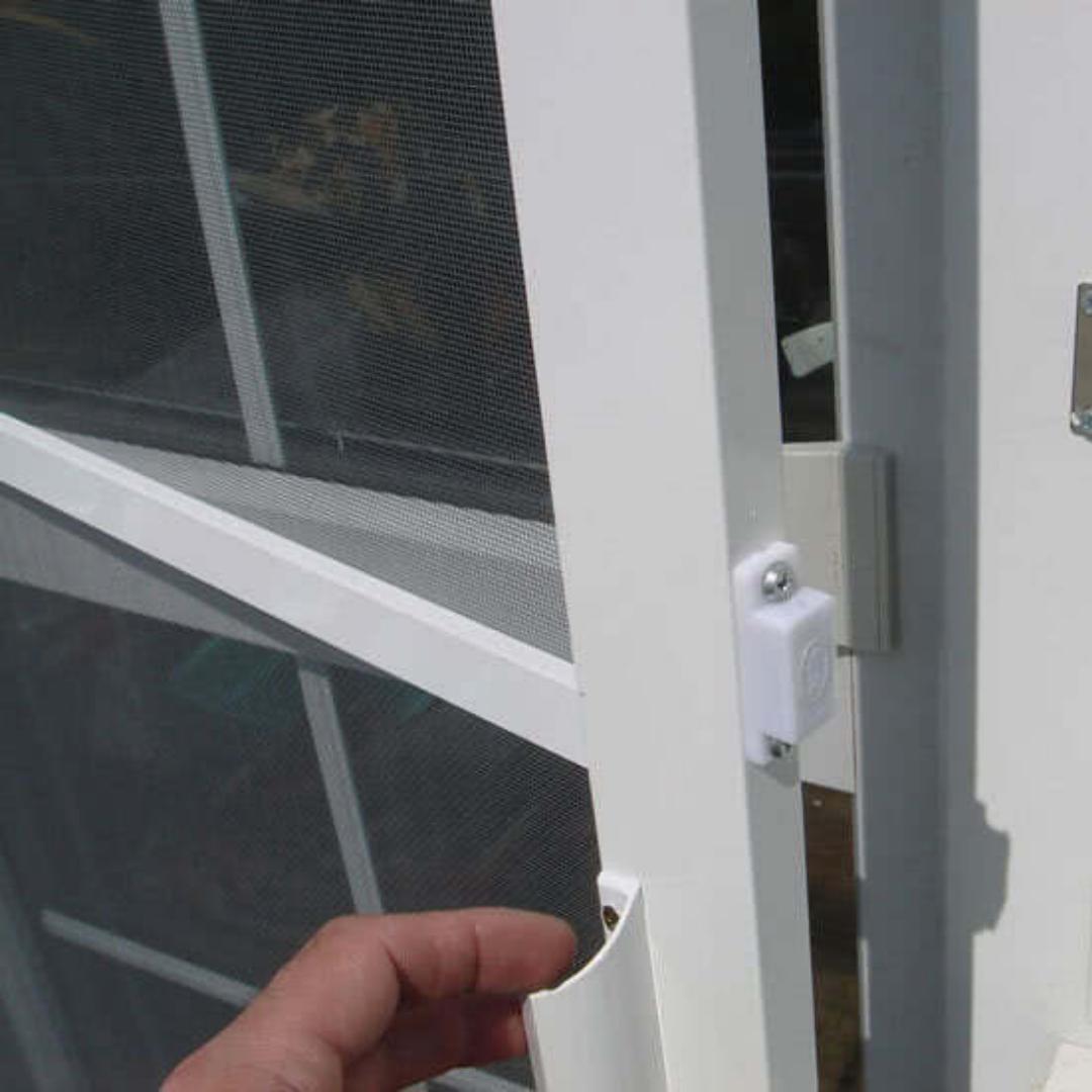 распашная сетка на окна и двери